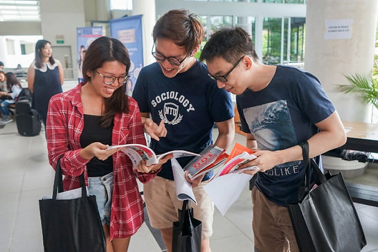 student browsing s100.jpg