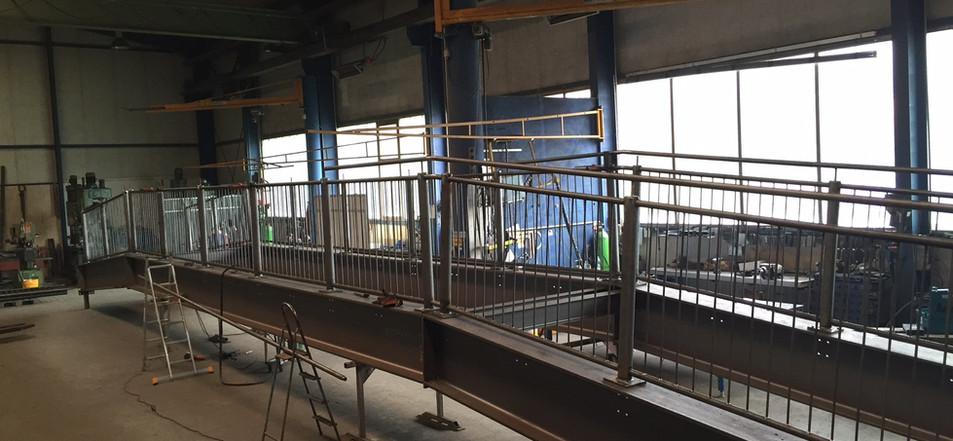 Brückenbau in der Halle.jpg