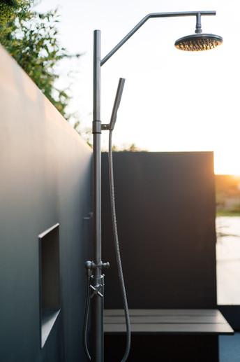 Duschbereich Edelstahlpool.jpg