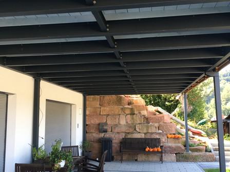 Stahlbalkon von unten.jpg