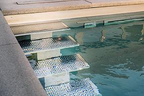 Edelstahlpool Treppe.jpg
