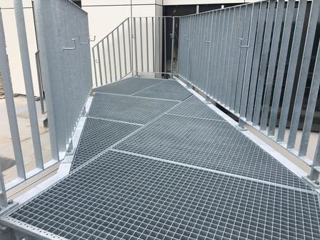 Außentreppe 1.jpg