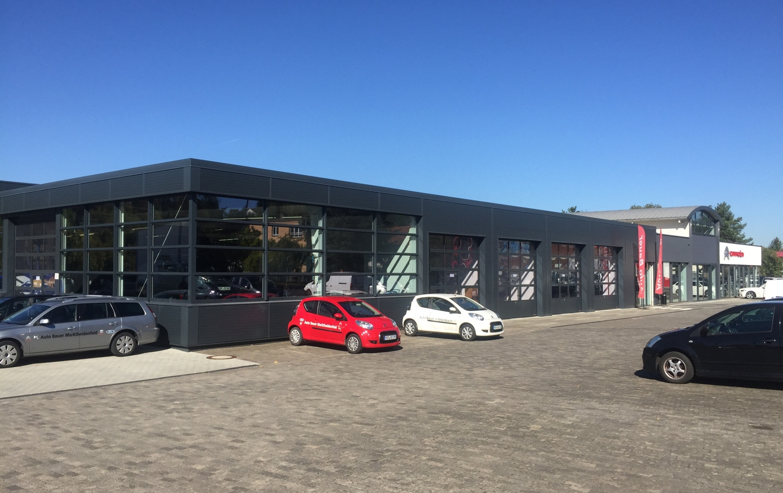 Fassade Autohaus.jpg