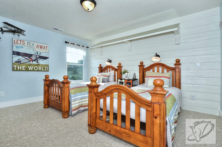 Boy's bedroom with aviation theme