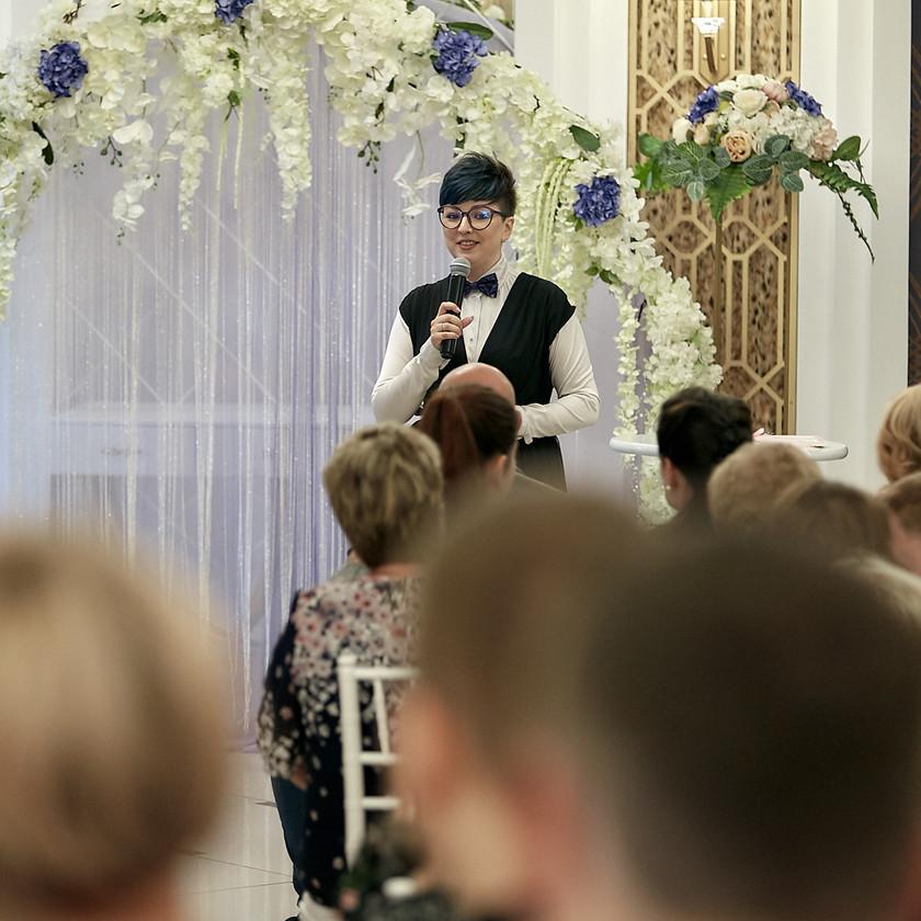 Ведущей свадебной церемонии отведена одна из важных ролей.