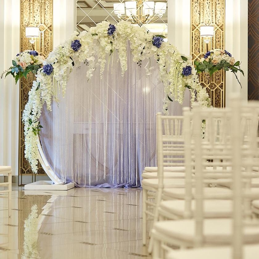 Оформление свадебной церемонии в холле нашего нового современного Гранд Холла.