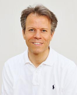 主任講師 Grant Barker / グラント・バーカー