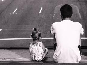 Familiesystemen-expert: dit is hoe je relatie met je vader doorwerkt in jouw leven