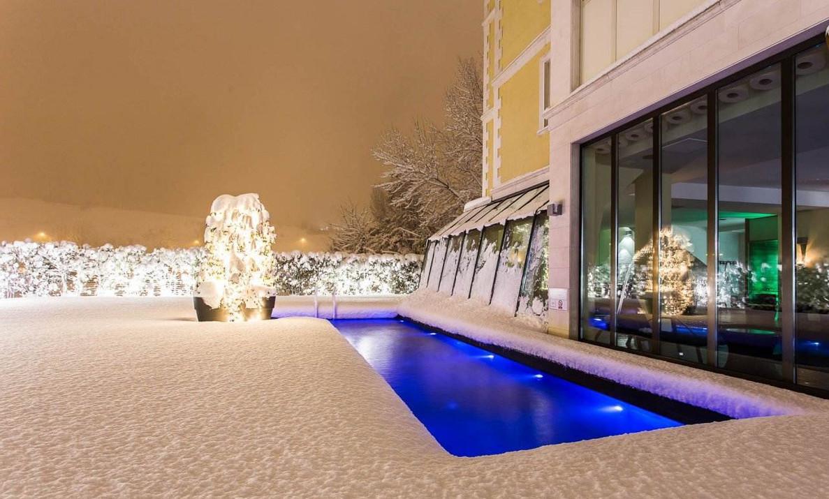 piscina-esterna-neve.jpg