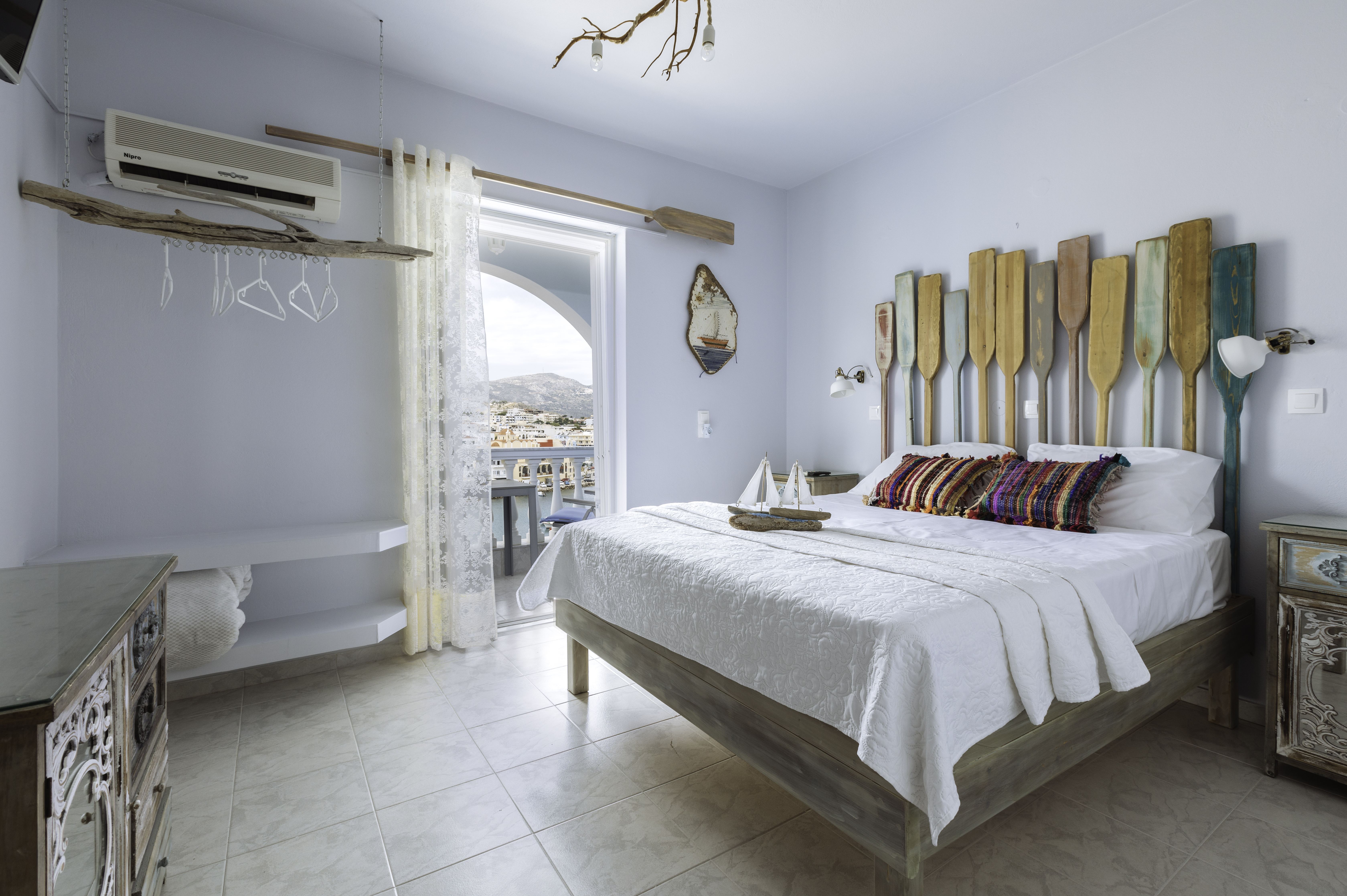 gorgona blue bedroom with balcony