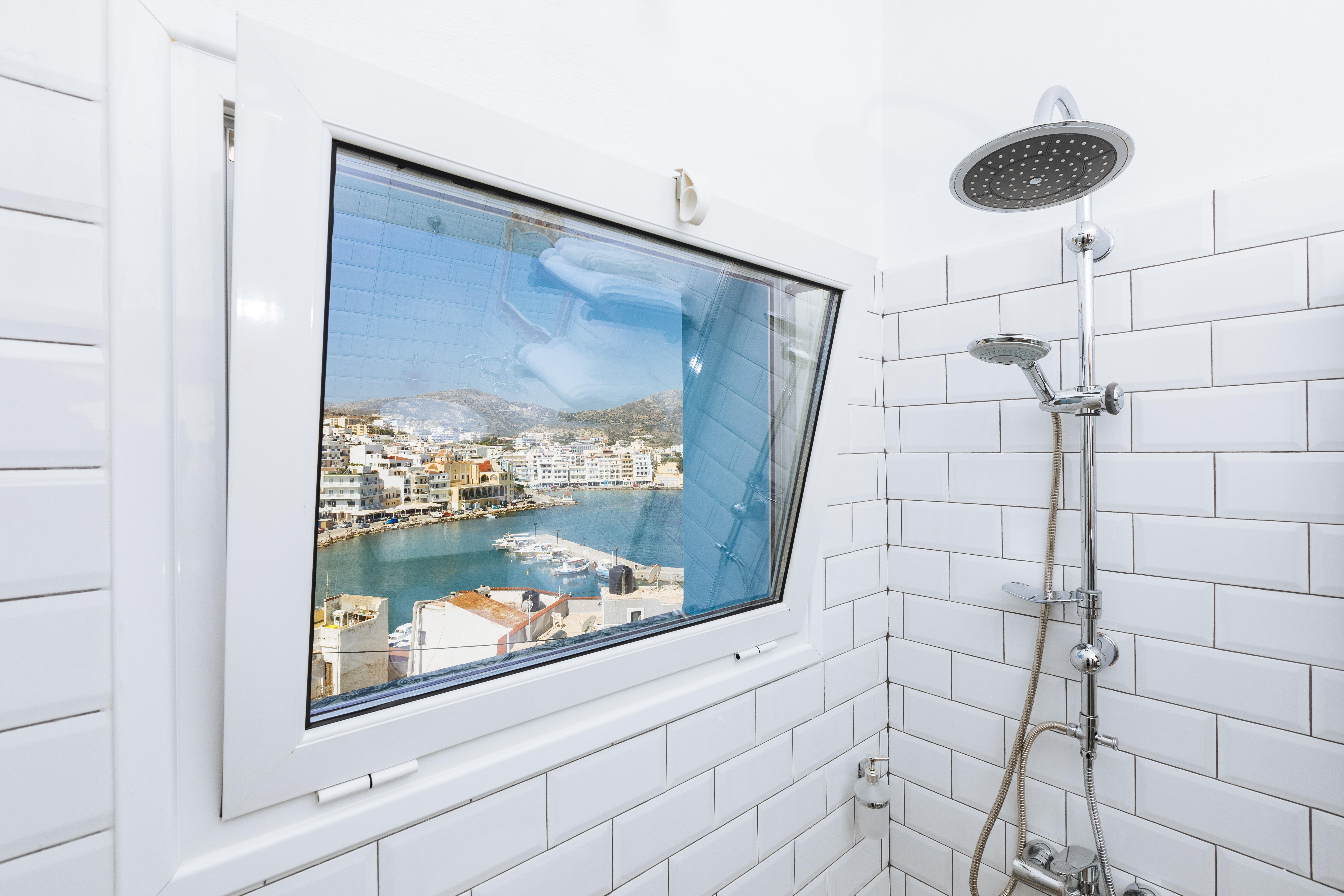 gorgona traditional bathroom view