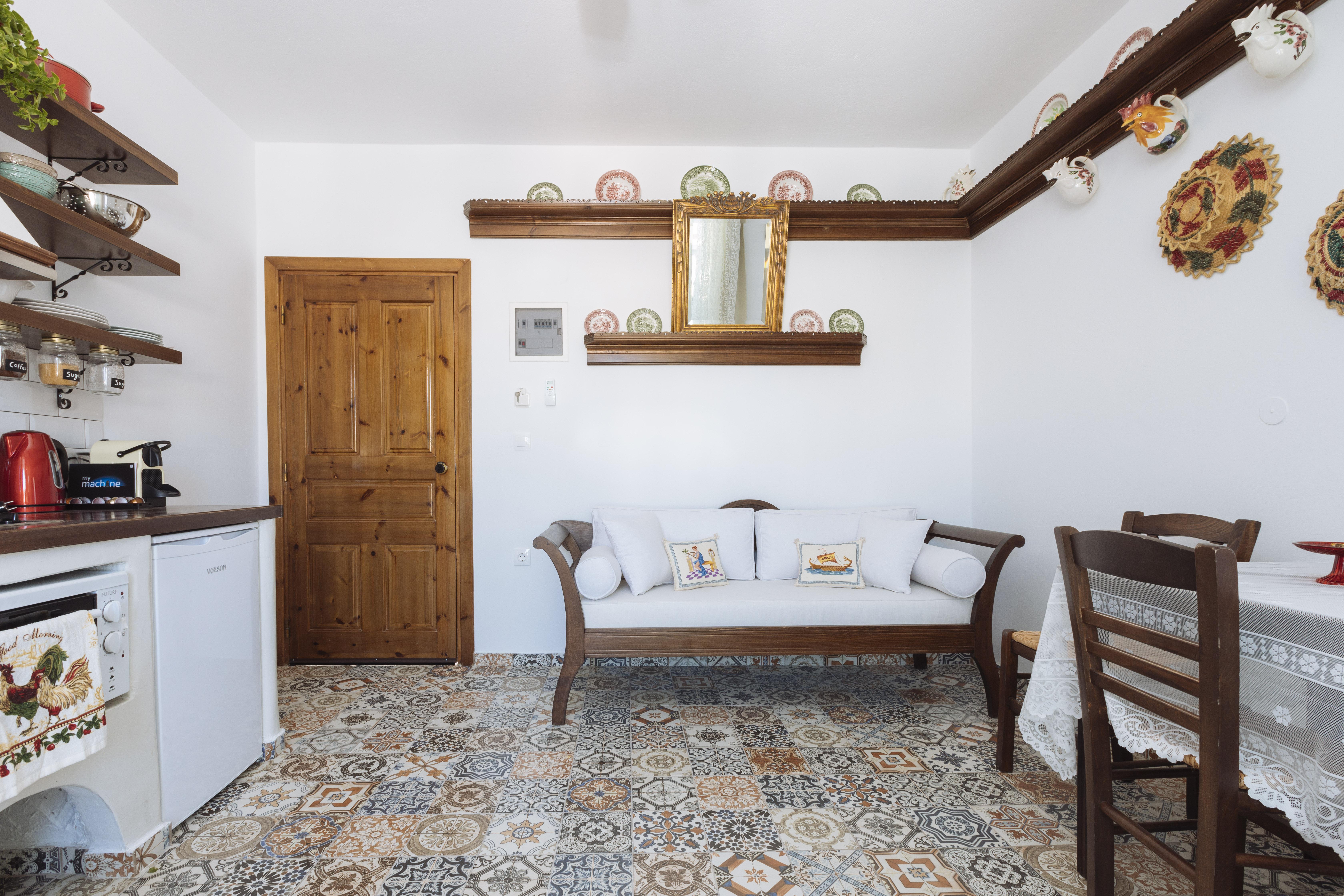 gorgona traditional living room