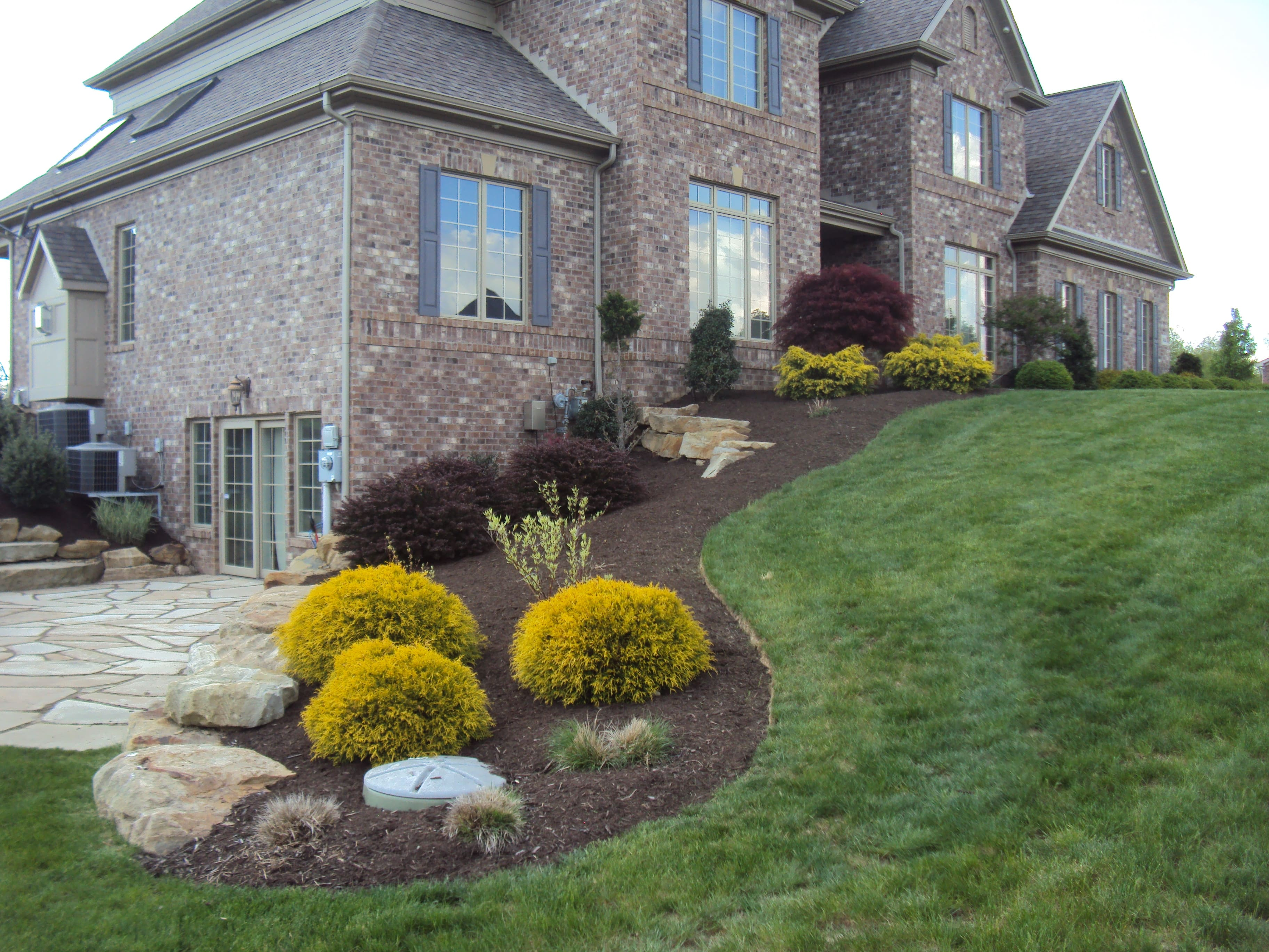Lawn mowing maintenance Pittsburgh