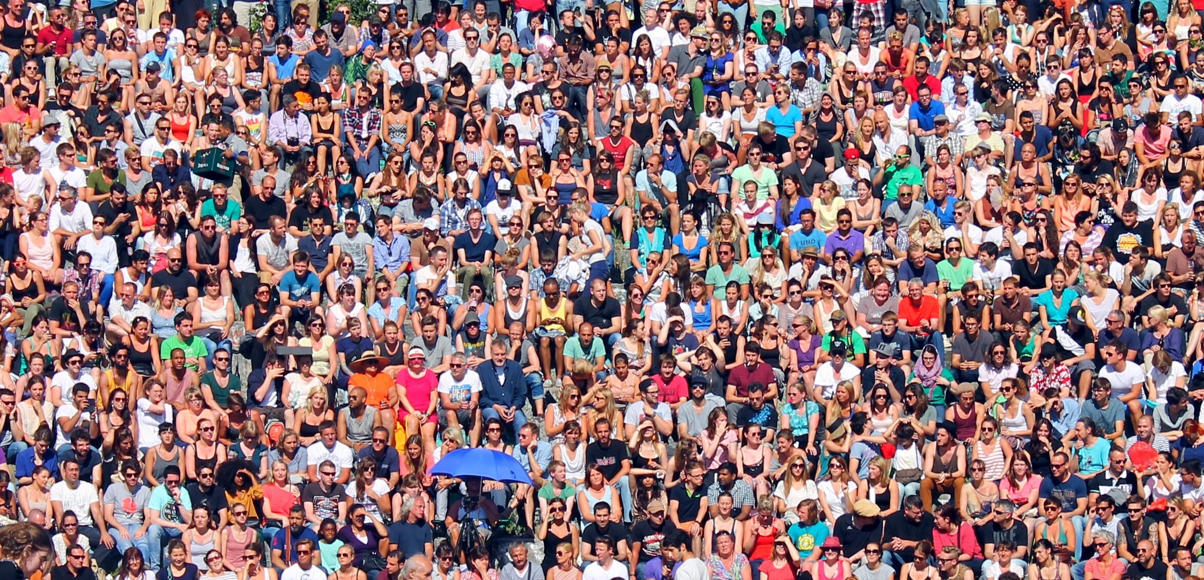 PEOPLE ( MAUERPARK IN BERLIN )