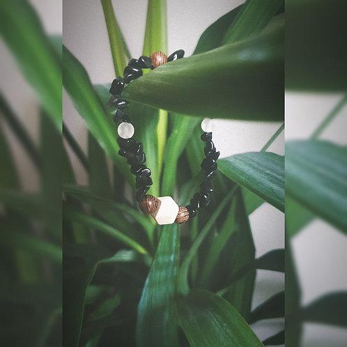 Amulet z bryłkami Onyksu