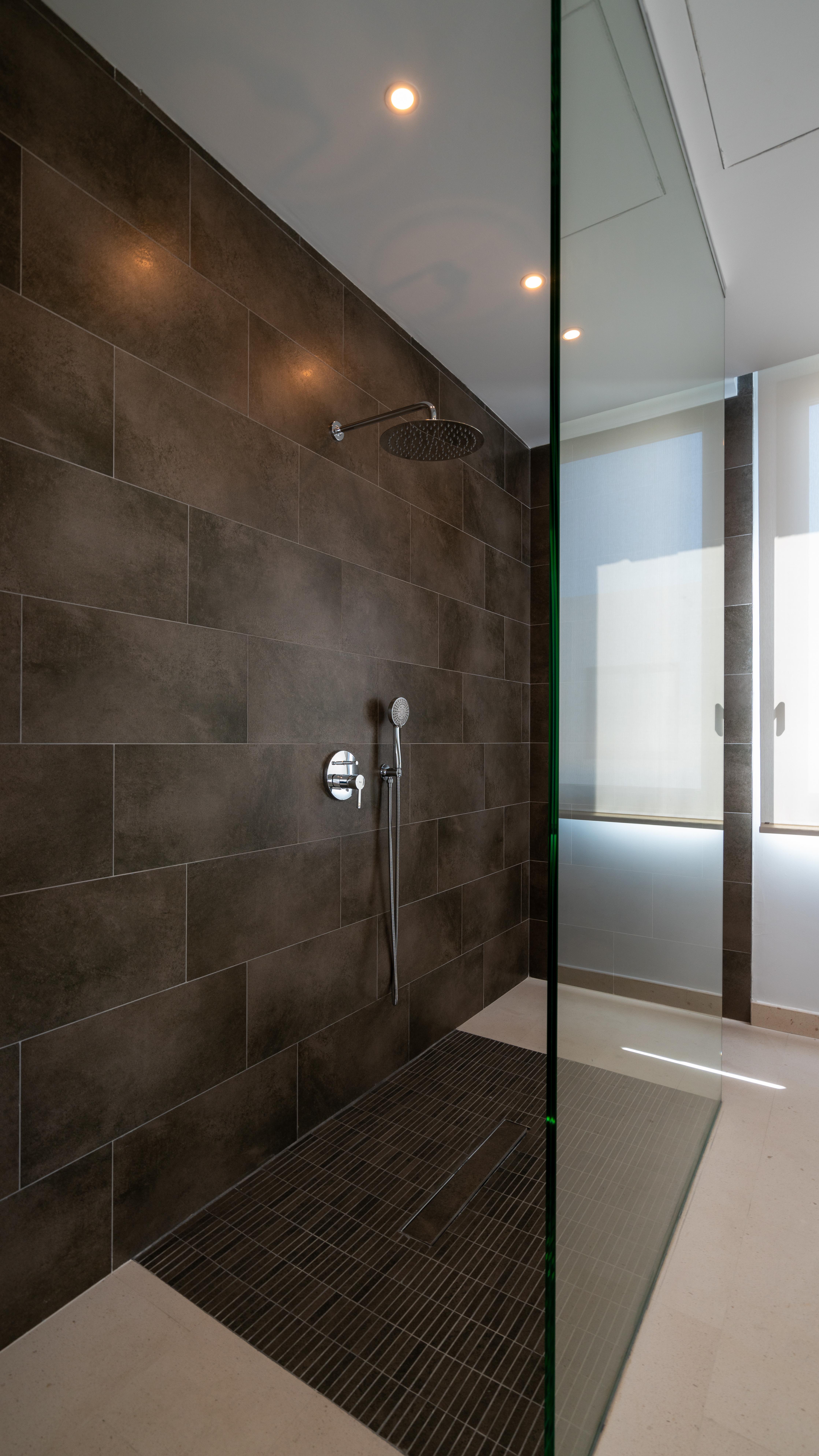 Cabopino Golf - Main Bathroom