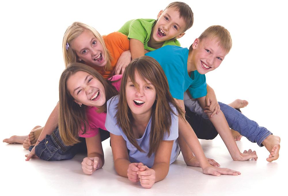 ילדים עם חברים