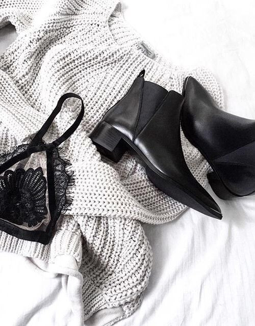 Flat lay The Style Side