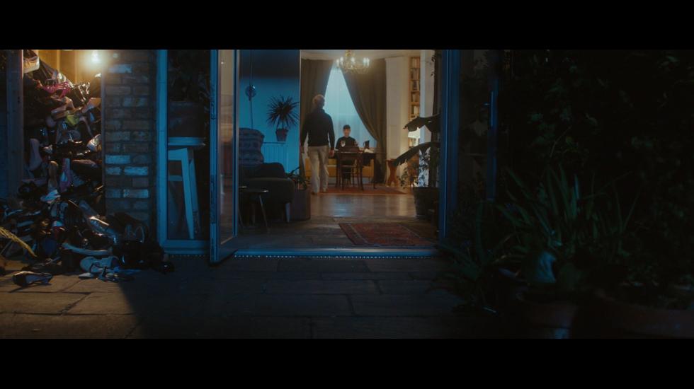 A Girl Goes For Dinner (2016)