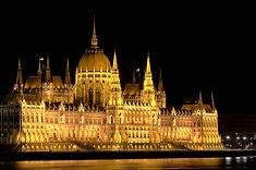 Hungarian Parliament by night_1200px.jpg