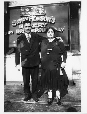 Sam and Malka Gryfe in front of S. Gryfe and Sons Bakery at 319 Augusta Ave, 1931. OJA, item 4518.