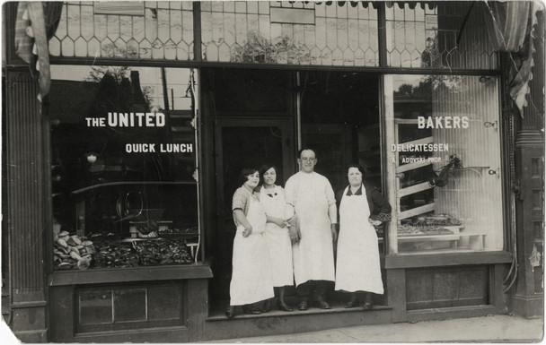 Rose Lieberman, Rose Green and Aaron and Sarah Ladovsky (left to right), 338 Spadina Avenue, 1920. OJA, item 3505.