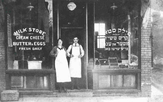 Becky Trachter and her brother Art Cooper, 71 Kensington Avenue, 1925. OJA, item 2947.