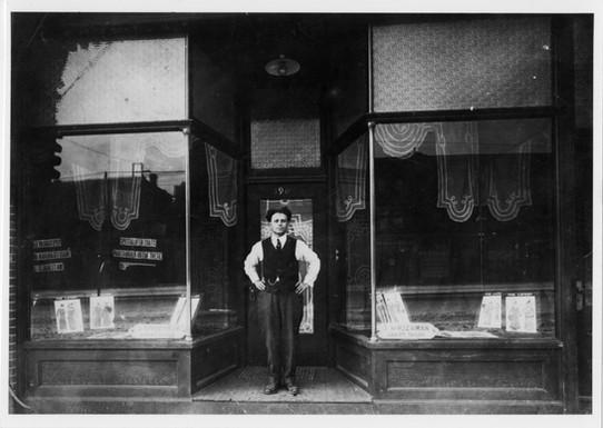 Jacob Sprachman Ladies' Tailor, 390 Spadina Avenue, ca. 1911. OJA, item 3287.