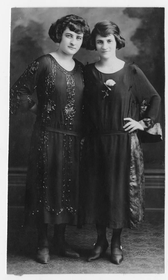 Leah and Rae Simon, ca. 1923. OJA, fonds 44, item 19.