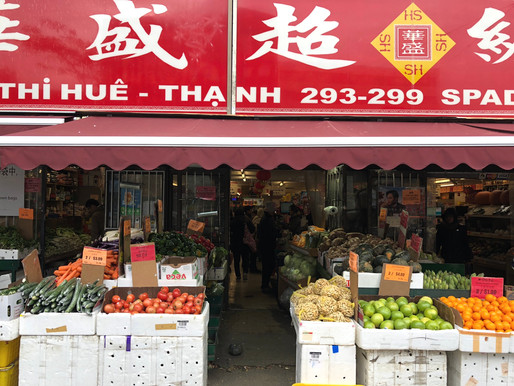 Today, 295 Spadina Avenue is home to Hua Sheng Supermarket. Photo credit: Erica Chi.