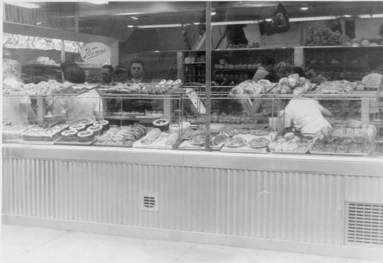Lottman's Bakery at its 181 Baldwin Street location, 1956. OJA, accession 2006-1-3.