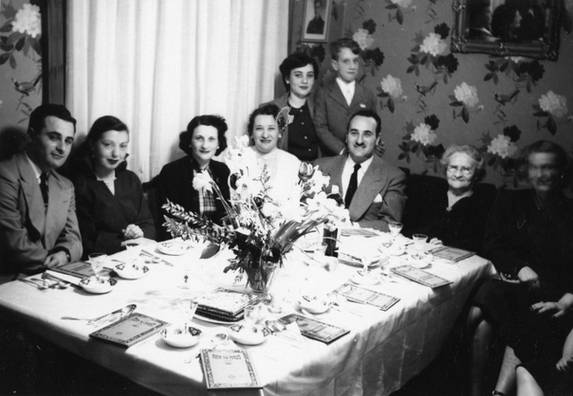 Simon family at Passover seder, ca. 1950. OJA, fonds 44, item 9.