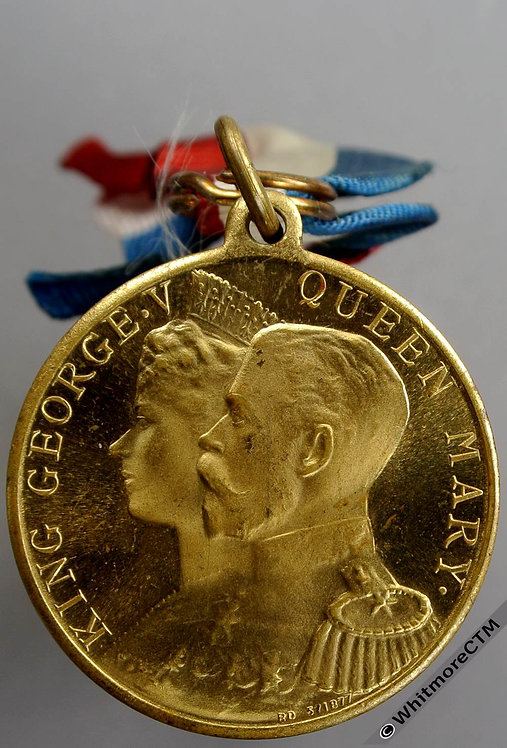 Peebles 1911 George V Coronation Medal 32mm WE5243DD Gilt bronze