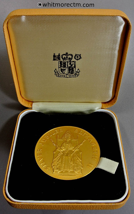 1977 Official Issue Queen Elizabeth II Silver jubilee case 45mm Cased E2135b
