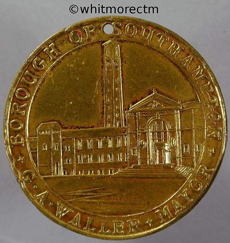 Southampton 1935 Silver Jubilee Medal 35mm B4252 George V and Mary Gilt Bronze