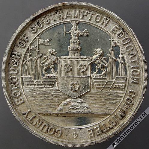 1905 Southampton School Unbroken attendance Medal 32mm D1931 Silver