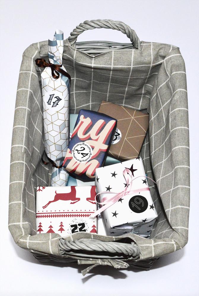 Geschenkkorb mit Geschenken eingepackt mit Tischsets