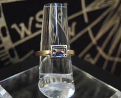 Tanzanite 18KG Ring