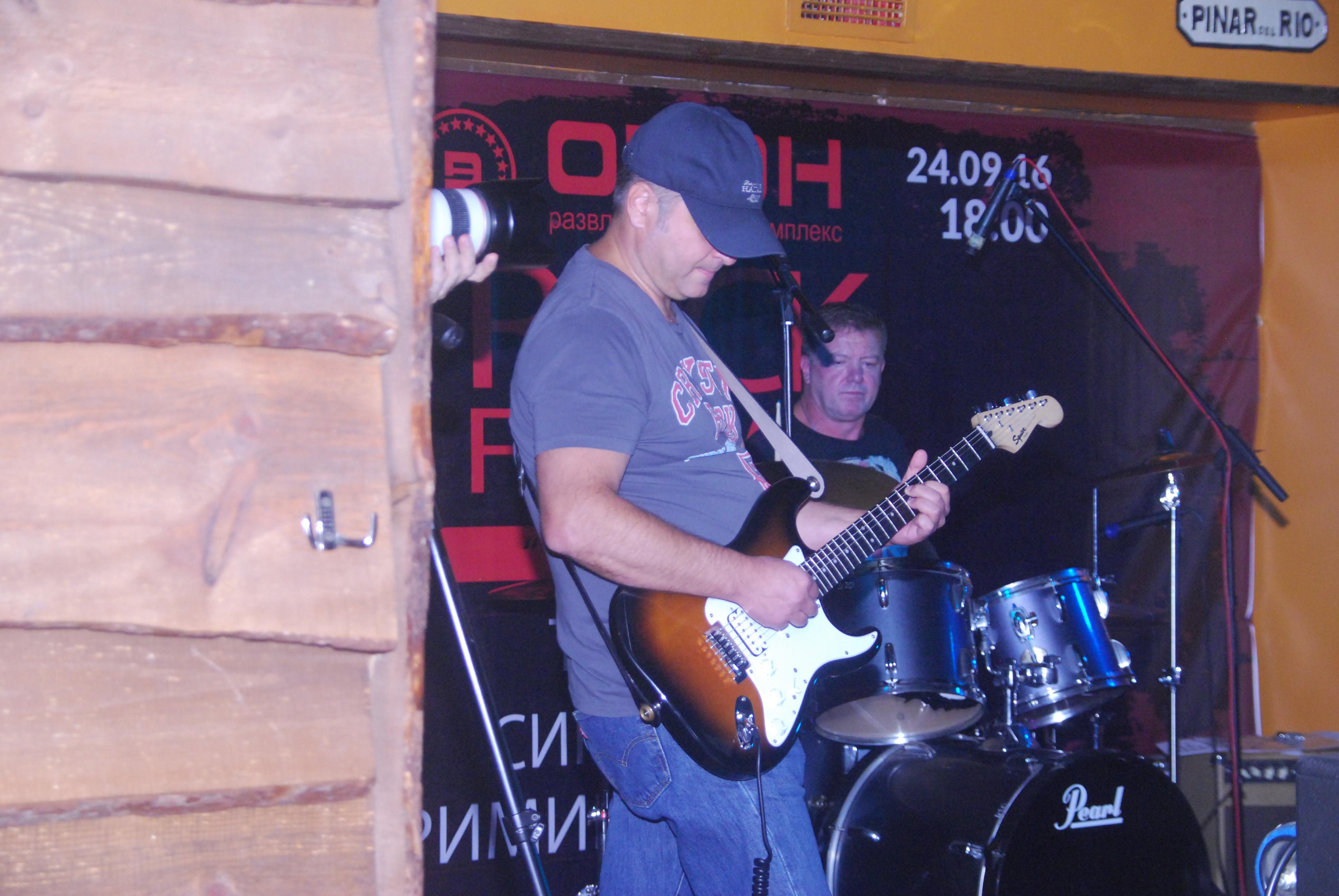 Константин, ритм-гитара