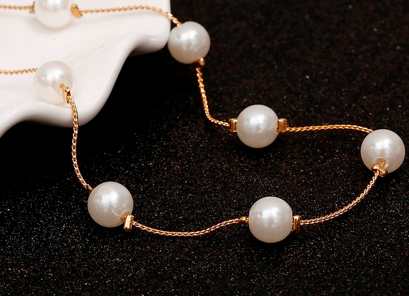 Delicate Faux Pearl Short Necklace