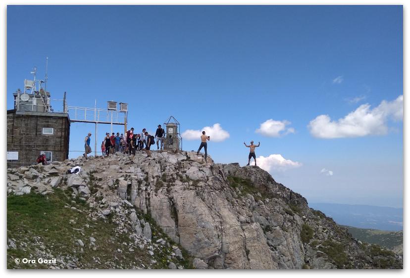 מצטלמים על פסגת המוסלה - הרי רילה בולגריה - טרקים בבולגריה - יומן מסע
