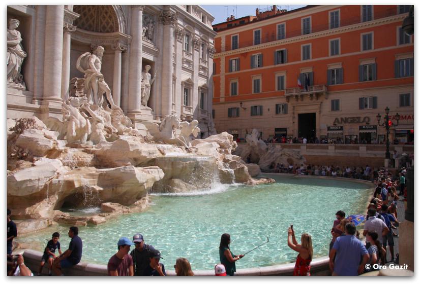 מזרקת טרווי - רומא עם ילדים, איטליה