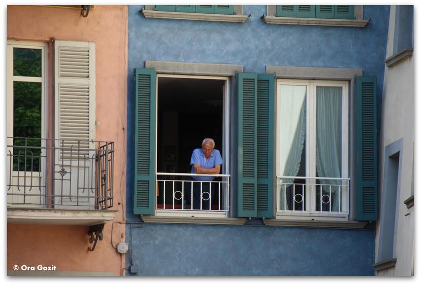איש במרפסת - טיול בנות - ברגמו