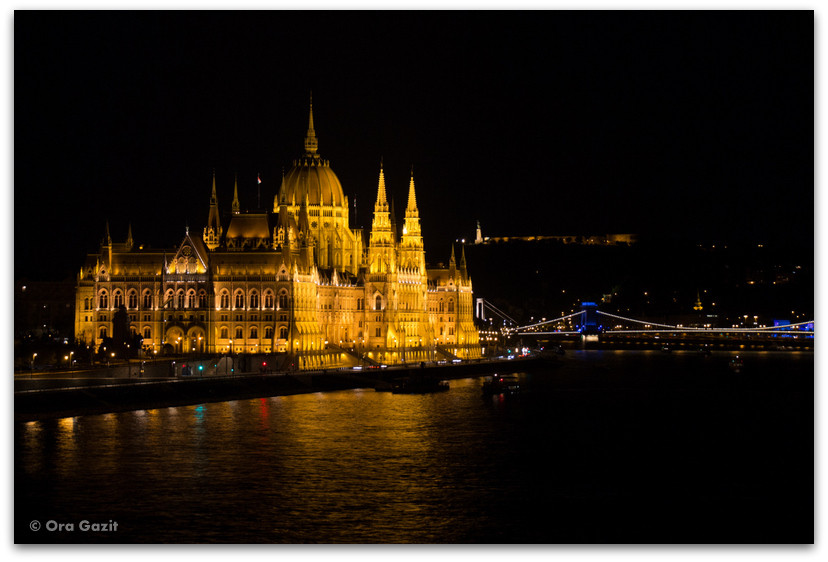 בניין הפרלמנט בלילה - בודפשט - הונגריה