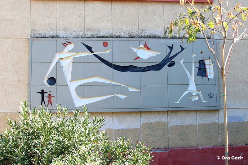 דמויות בפעילות ספורטיבית - תבליט - אמנות קיר בחיפה - אטרקציות בחיפה