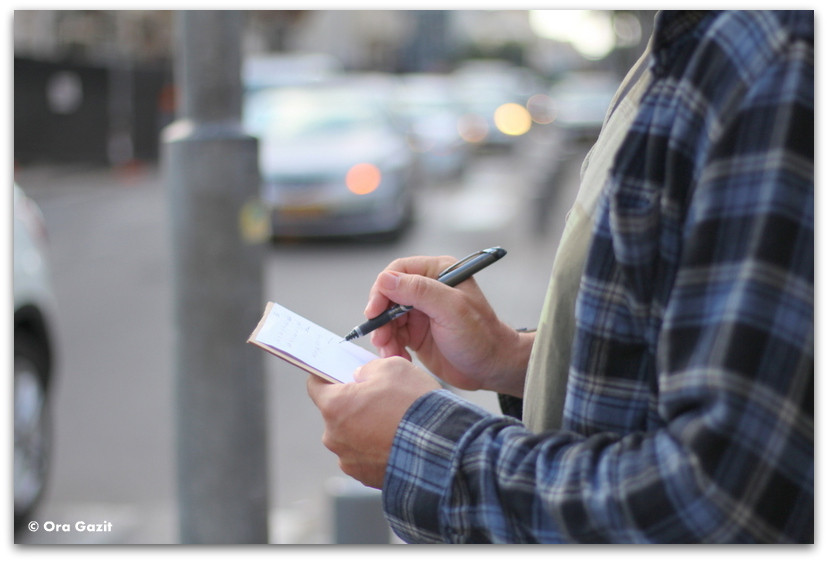איש כותב - סיורים מודרכים בתל אביב - תל אביב