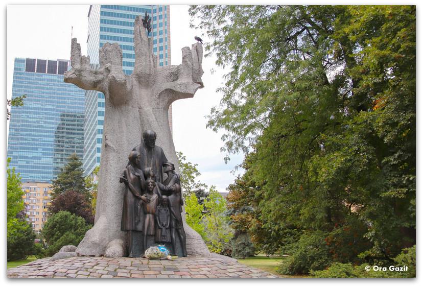 פסל יאנוש קורצ'אק - טיול בורשה - מה לעשות בורשה
