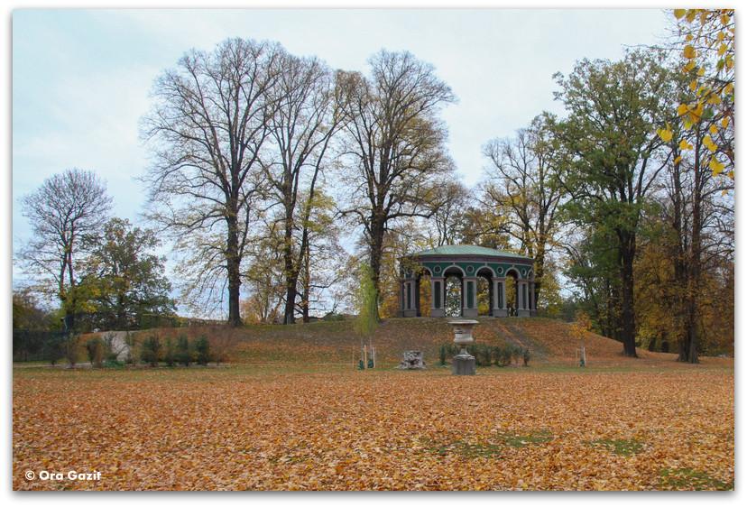 מונומנט בפארק האגה - שלכת - שטוקהולם