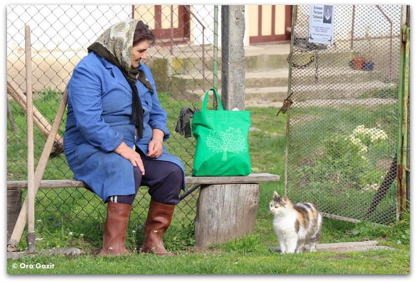 אשה עם חתול - תמונות מספרות סיפור – טיפים לצילום – איך לצלם טוב