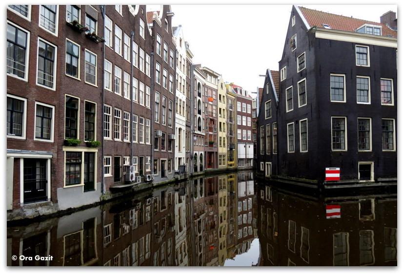 בתים על שפת התעלה, אמסטרדם